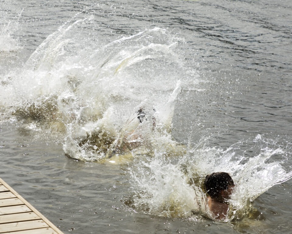 Molskis ja loiskis! Äimäjärven aallot kutsuvat Iittalan keskustan kupeessa virkistäytymään.